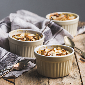Baked oatmeal with apple and cinnamon